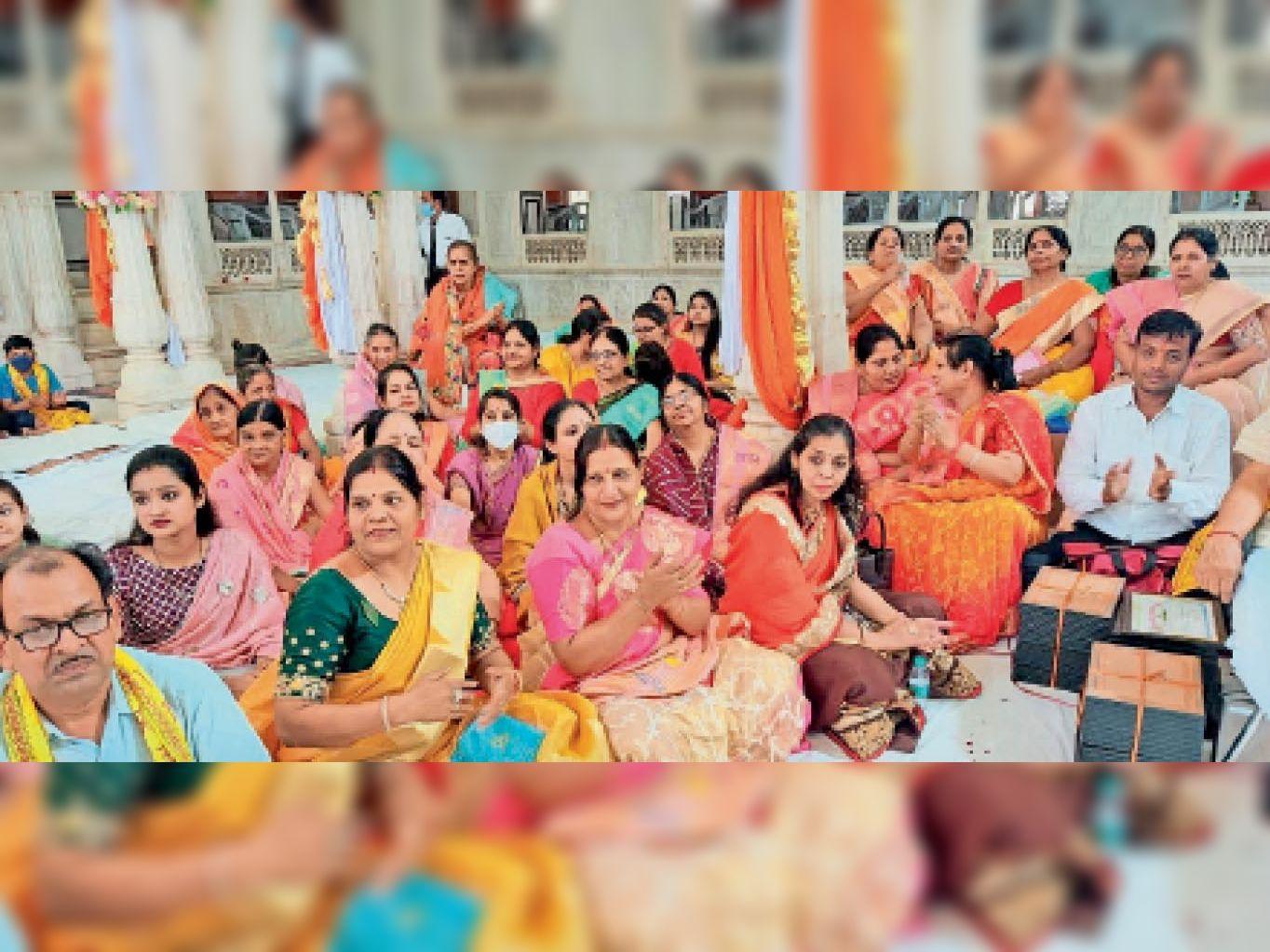 श्री अग्रसेन महाराज की जयंती के अवसर पर गुरुवार को अग्रवाल समाज प्रन्यास की ओर से विभिन्न कार्यक्रमों का आयोजन किया गया। - Dainik Bhaskar
