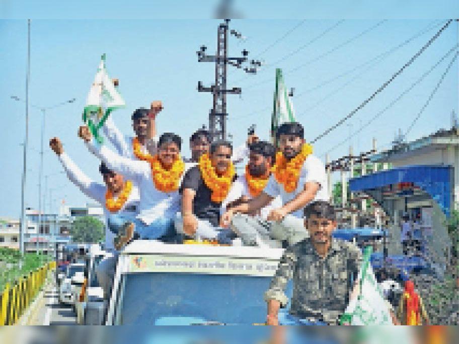 झुंझुनूं. खेती किसानी बचाओ यात्रा निकालते। - Dainik Bhaskar