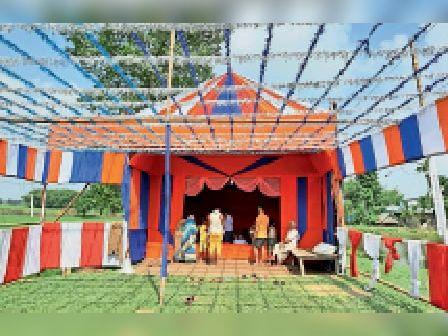 नवरात्र के अवसर पर भटवार गांव में बनाया गया भव्य पंडाल। - Dainik Bhaskar