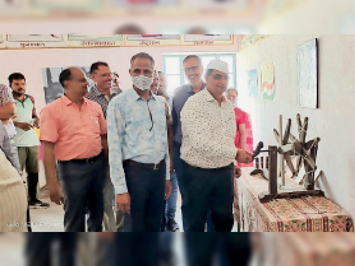 एसबीडी कॉलेज में गांधीजी के जीवन की प्रदर्शनी लगाई। - Dainik Bhaskar