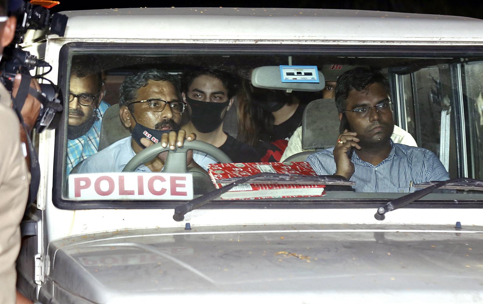 अदालत द्वारा कस्टडी में भेजने के बाद आर्यन को दोबारा NCB ऑफिस ले जाया गया था।