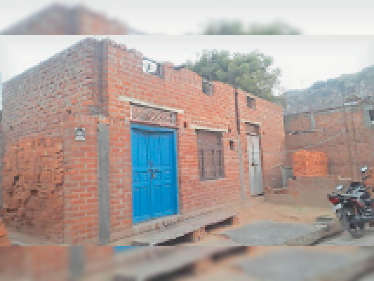 तीसरी किस्त नहीं मिल पाने के कारण पूरा नहीं हो पा रहा प्रधानमंत्री आवास योजना के तहत निर्माण। - Dainik Bhaskar