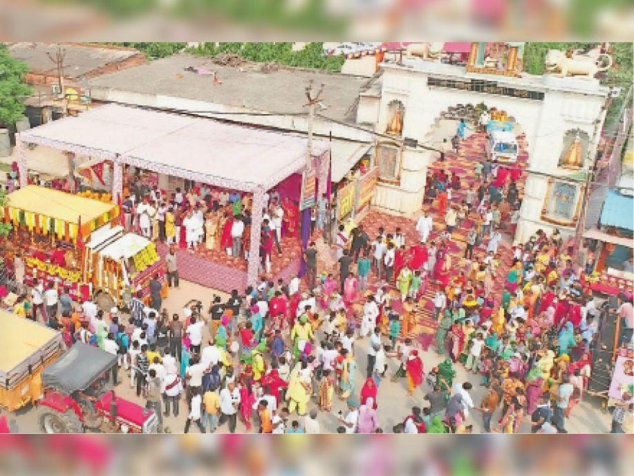 कुरुक्षेत्र   मां भद्रकाली शक्तिपीठ से शोभायात्रा में शामिल होने के लिए उमड़े श्रद्धालु। - Dainik Bhaskar