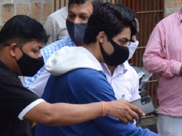 NCB की टीम आर्यन को लेकर मेडिकल चेकअप के लिए जेजे अस्पताल लेकर गई।