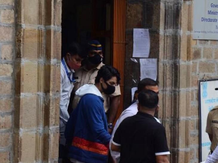 जमानत खारिज होने के बाद NCB की टीम ने आर्यन को आर्थर रोड जेल में शिफ्ट कर दिया।