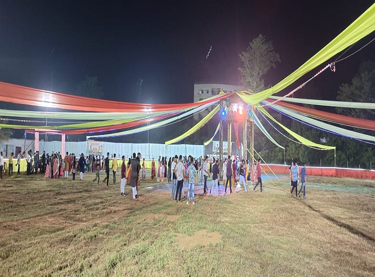 चितालंका के फ्लड लाईट क्रिकेट स्टेडियम में गरबा का यूज़ किया गया है।