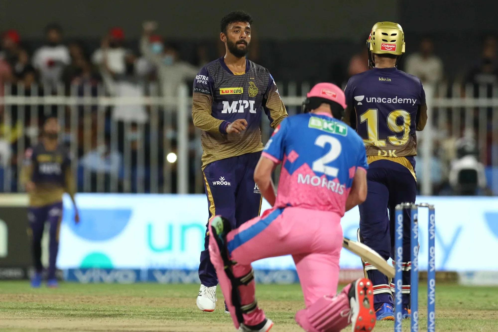 IPL के सबसे महंगे खिलाड़ी क्रिस मॉरिस की ये आखिरी तस्वीर है। इसमें वो घुटने टेकते हुए नजर आ रहे हैं। वे पूरे सीजन में ऐसे ही घुटने टेके रहे। उन्होंने कुल 11 मैच खेले। इसमें उन्होंने कुल 67 रन बनाए और 15 विकेट लिए। विकेट की नजर देखेंगे तो इनका 1 विकेट 1 करोड़ रुपए से महंगा था। रन के हिसाब से 1 रन करीब 25 लाख रुपए का।