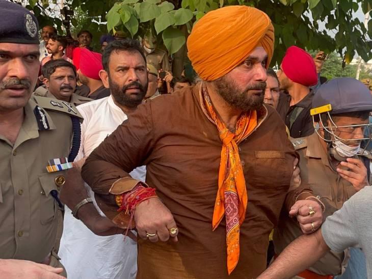 सहारनपुर में गुरुवार को सिद्धू को हिरासत में ले लिया गया था। बाद में 20 लोगों के साथ उन्हें लखीमपुर जाने की इजाजत दी गई थी।