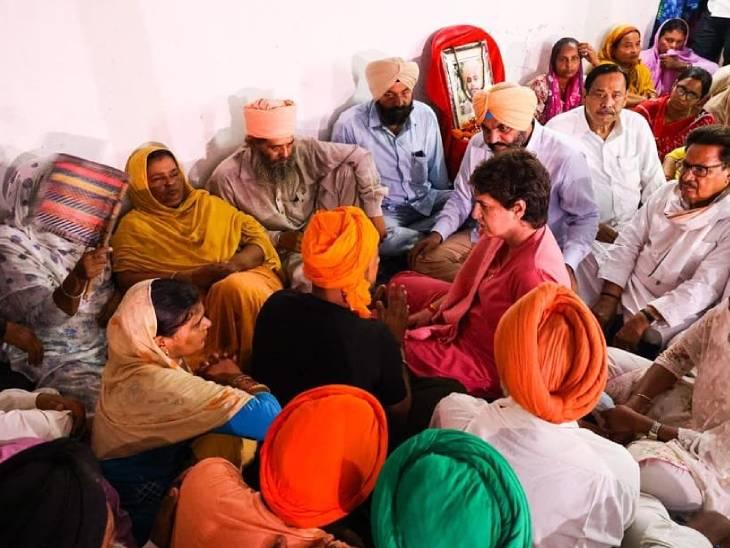 प्रियंका गांधी ने गुरुवार को बहराइच में लखीमपुर हिंसा में मारे गए किसान दलजीत और गुरुविंदर के परिजनों से मुलाकात की।