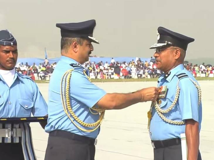 एयर चीफ मार्शल ने वायु सेना के योद्धाओं को सम्मानित किया।