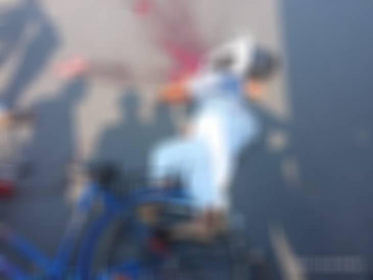 9वीं की छात्रा साइकिल से जा रही थी, तेज रफ्तार ट्रक ने सिर कुचला; ड्राइवर फरार, आक्रोशित लोगों ने की तोड़फोड़|देवरिया,Deoria - Dainik Bhaskar