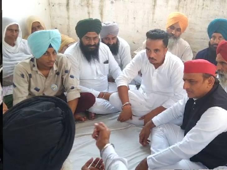 परिजनों को बंधाया ढांढस; बोले- मिलकर आखिरी दम तक लड़ेंगे; कहा- गुलदस्ता देकर आरोपी को बुला रही पुलिस|बहराइच,Bahraich - Dainik Bhaskar