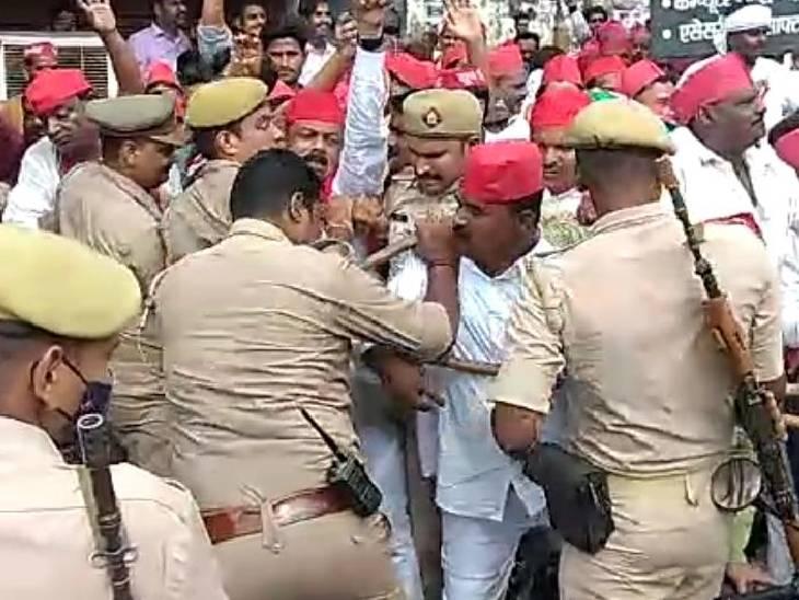 समर्थकों के साथ लखीमपुर में मृतक किसान के परिवार से मिलने जा रहे थे, पुलिस के रोकने पर हुई झड़प; नजरबंद किया सीतापुर,Sitapur - Dainik Bhaskar