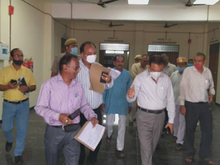 डीएम ने शुरू की पहल, 10 बेहतरीन सामुदायिक शौचालय और पंचायत भवन बनाने वाले प्रधान और सचिव होंगे सम्मानित गोंडा,Gonda - Dainik Bhaskar