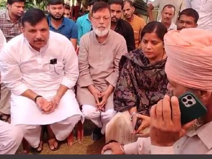 मृतक किसान गुरुविंदर सिंह के परिवार से की मुलाकात, दिल्ली सीएम अरविंद केजरीवाल से फोन पर कराई बात|बहराइच,Bahraich - Dainik Bhaskar