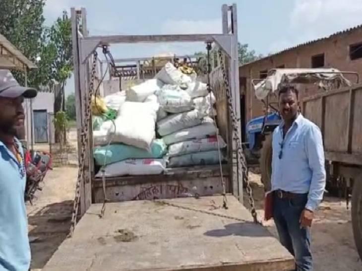 हाईवे स्थित गोदाम पर नगर पालिका परिषद टीम ने मारा छापा, व्यापारी पर की जाएगी कार्रवाई|ललितपुर,Lalitpur - Dainik Bhaskar
