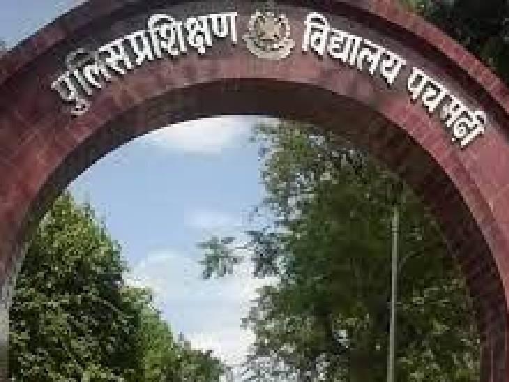 जुआ खेलने वाले पचमढ़ी PTS के SI और दो कॉन्स्टेबल निलंबित, एक पहले ही हो चुका निलंबित मध्य प्रदेश,Madhya Pradesh - Dainik Bhaskar