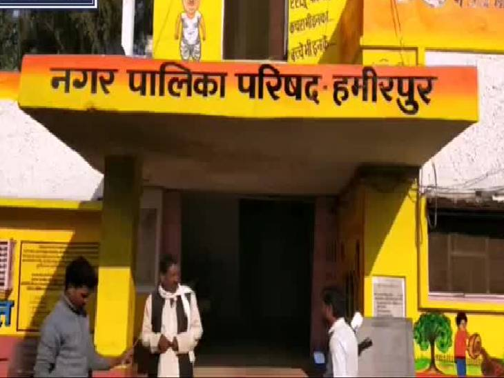 स्वच्छ भारत मिशन के तहत किया गया जागरुक, फल, सब्जी विक्रेताओं से जब्त की गई पॉलीथीन; उपयोग न करने की दी गई हिदायत|हमीरपुर,Hamirpur - Dainik Bhaskar