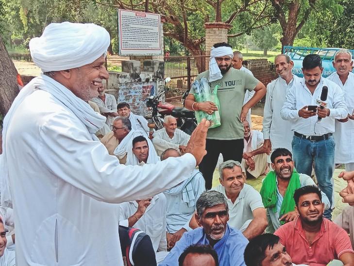 विधायक डॉ. कमल गुप्ता से बातचीत करने के बाद किसान नेता ने धरने पर पहुंच किसानों से बातचीत की। इस पर सहमति के बाद किसानों ने धरना उठाने का ऐलान किया तो दो दिन से बना तनाव का माहौल दूर हुआ। इस दौरान सिटी थाना एसएचओ कप्तान सिंह व पुलिस बल भी तैनात रहा। - Dainik Bhaskar
