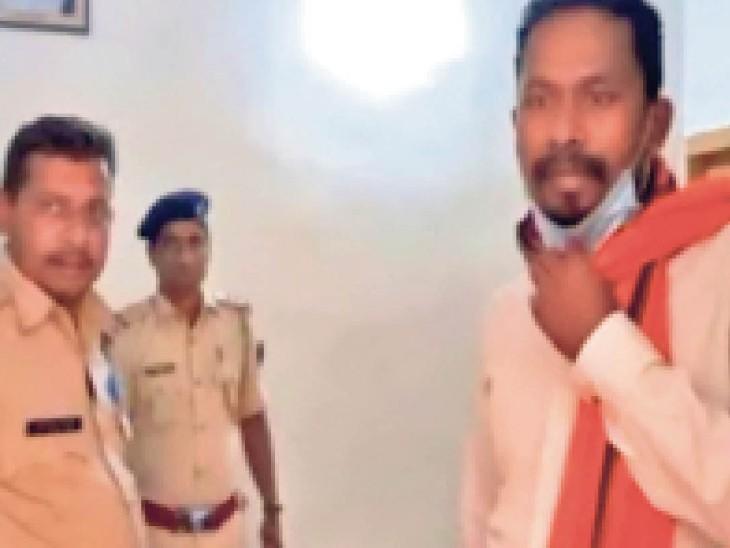 पुलिस की गिरफ्त में मुख्य आराेपी मनाेज मुंडा - Dainik Bhaskar