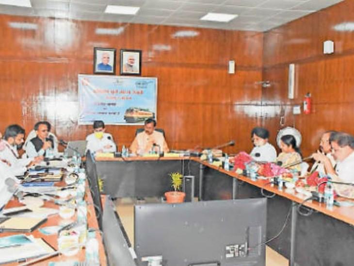 आयोजित बैठक में दुर्ग सांसद विजय बघेल भी शामिल हुए। - Dainik Bhaskar