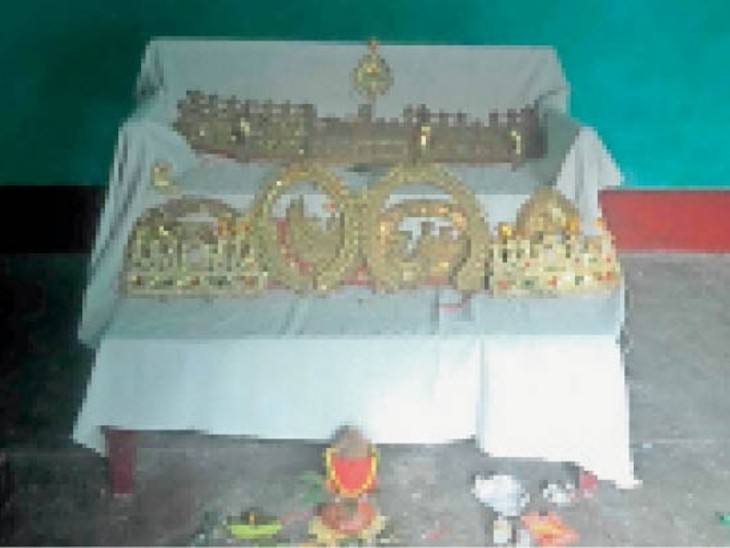 रामलीला समिति ने मुकुट पूजन कर निभाई परंपरा।
