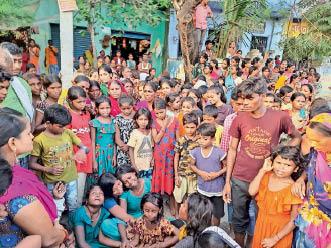 हिलसा में हंगामा करते ग्रामीण। - Dainik Bhaskar