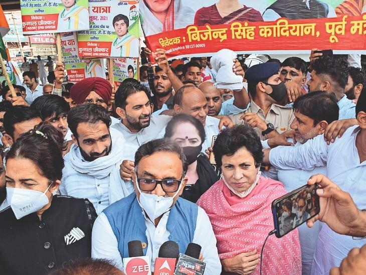 कांग्रेस की प्रदेशाध्यक्ष कुमारी सैलजा प्रेसवार्ता करती हुई। - Dainik Bhaskar
