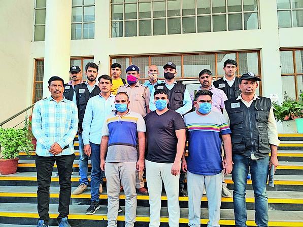 आईआईटी में 100 से ज्यादा अभ्यर्थियाें काे पास करा चुके आराेपी। - Dainik Bhaskar