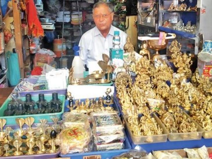 चालीस साल पहले न्यू मार्केट में खुली थी पूजन सामग्री की पहली दुकान, आज पूरे शहर में 700 से ज्यादा दुकानें, सालभर में 25 करोड़ का कारोबार|भोपाल,Bhopal - Dainik Bhaskar