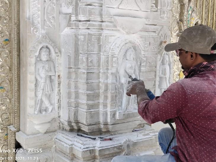 मंदिर की दीवारों पर शिल्पकार उकेरेंगे 309 अलग-अलग तरह की प्रतिमाएं, ज्यादातर योग की मुद्राओं में होगी, अगले साल तक पूरा होगा काम|भीलवाड़ा,Bhilwara - Dainik Bhaskar