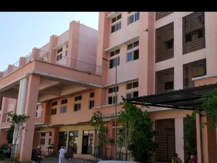 डूंगरपुर मेडिकल कॉलेज में MBBS डॉक्टरों को मिलेगा एडमिशन, डीएनबी ने 5 विभागों में 55 सीटों के लिए दी मंजूरी,6 महीने और एक साल का होगा कोर्स|डूंगरपुर,Dungarpur - Dainik Bhaskar