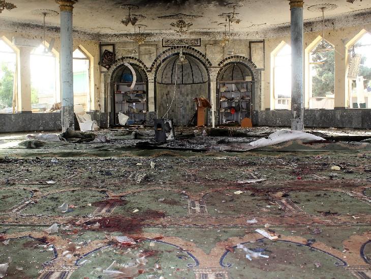 इस आत्मघाती हमले में मस्जिद को भी भारी नुकसान पहुंचा है। इसकी दीवारों और छत में काफी टूट-फूट हुई है।