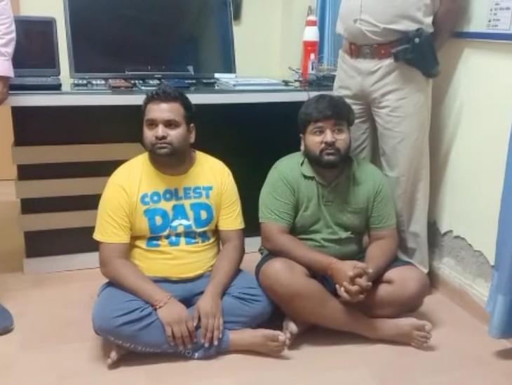 पकड़े गए दो सटोरियों से 11 मोबाइल, एक एलईडी टीवी, एक लेपटॉप, चार रजिस्टर पुलिस ने जब्त किए, करीब 7 लाख रुपए का हिसाब-किताब मिला|अलवर,Alwar - Dainik Bhaskar