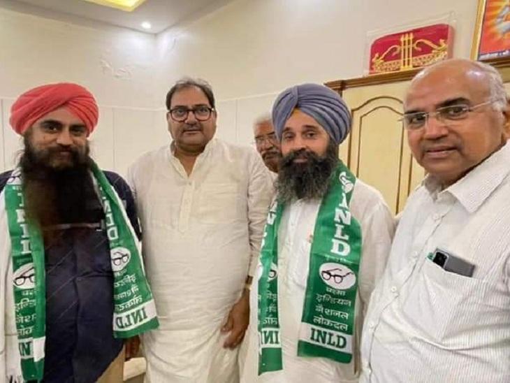 भाजपा पार्षद नरेंद्र सिंह निंदी को इनेलो में शामिल करते अभय चौटाला