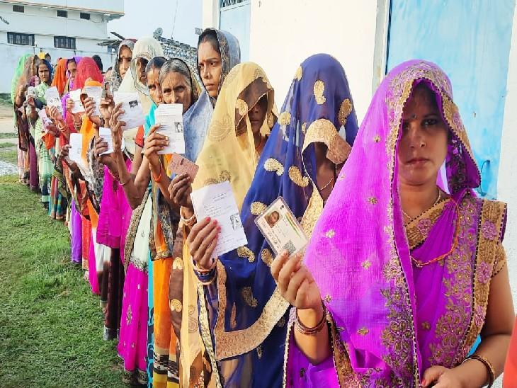 35 जिलों के 50 प्रखंडों में वोटिंग, कैमूर के जगरिया पंचायत के बूथ पर बायोमेट्रिक फेल, भोजपुर के कौंरा पंचायत में EVM खराब होने मतदान बाधित|बिहार,Bihar - Dainik Bhaskar
