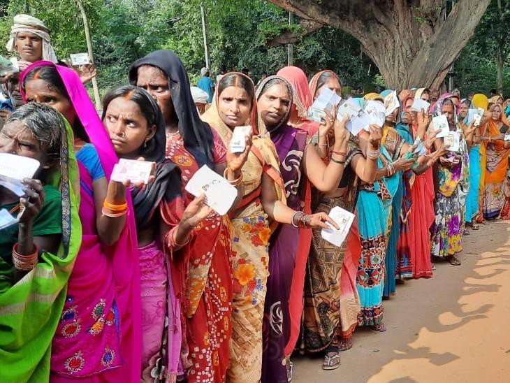 नवादा के रजौली में मतदान केंद्र पर नहीं पहुंच रहे हैं मतदाता, मुखिया प्रत्याशियों पर पिटाई करने का लगाया आरोप|बिहार,Bihar - Dainik Bhaskar