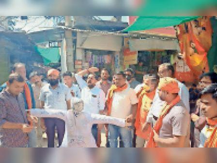 जम्मू-कश्मीर में आतंकी हमले के विरोध में कार्यकर्ताओं ने आतंकवाद का जलाया पुतला करौली,Karauli - Dainik Bhaskar