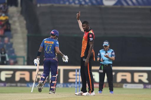 जेसन होल्डर ने सूर्यकुमार यादव का विकेट लिया। सूर्यकुमार 40 गेंदों पर 82 रन बनाकर आउट हुए। उनका कैच मोहम्मद नबी ने लिया।