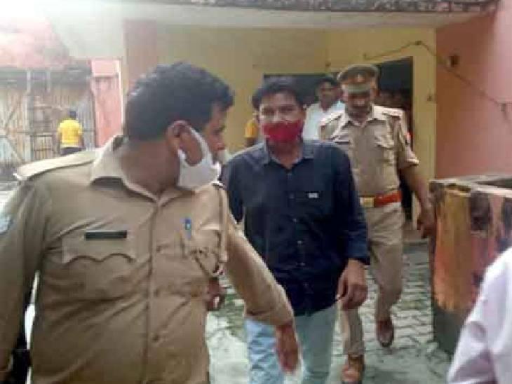 परिवार ने लगाया गलत इंजेक्शन लगाने का आरोप, डॉक्टर के ट्रांसफर की मांग की फर्रुखाबाद,Farrukhabad - Dainik Bhaskar