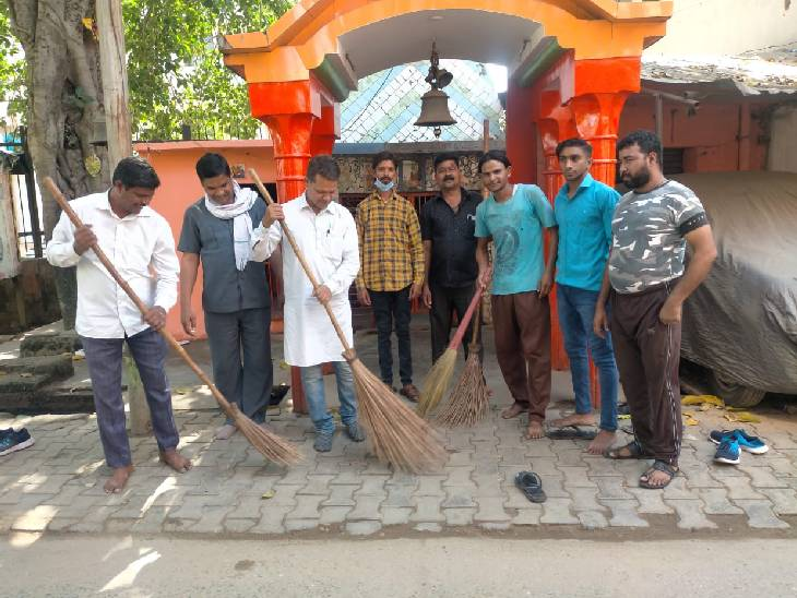 प्रियंका गांधी के कहने के बाद वाल्मीकि बस्ती में पहुंचकर चलाया सफाई अभियान, सीएम योगी पर साधा निशाना|संभल,Sambhal - Dainik Bhaskar