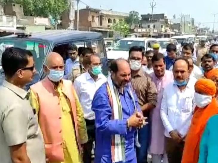 सिद्धार्थनगर में राज्य मंत्री ने लोगों के साथ मिलकर की साफ-सफाई, स्वच्छता अभियान के तहत किया जागरूक|सिद्धार्थनगर,Siddharthnagar - Dainik Bhaskar