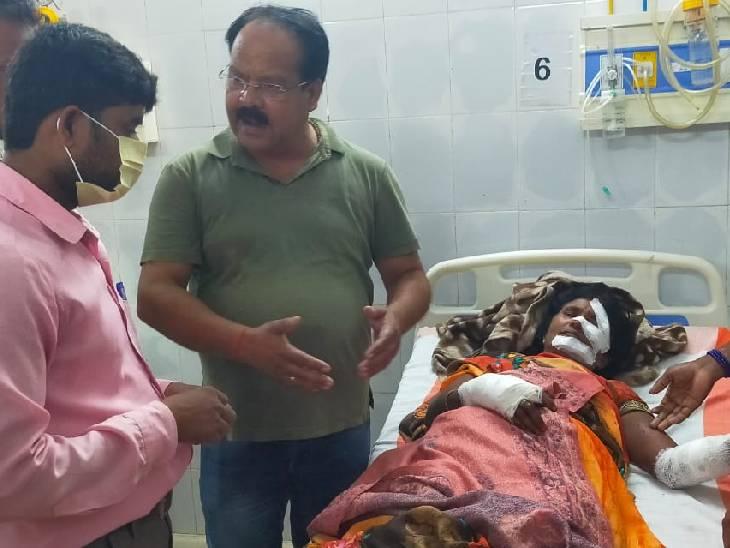 जंगल में गई थी, बचाने गए बुजुर्ग को भी किया घायल; गंभीर हालत में वाराणसी रेफर|चंदौली,Chandauli - Dainik Bhaskar