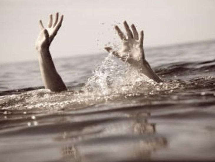 ट्रैक्टर से ड्राइवर के साथ जा रहे थे खेत, अनियंत्रित होने पर तालाब में गिरे, मौत|फतेहपुर,Fatehpur - Dainik Bhaskar