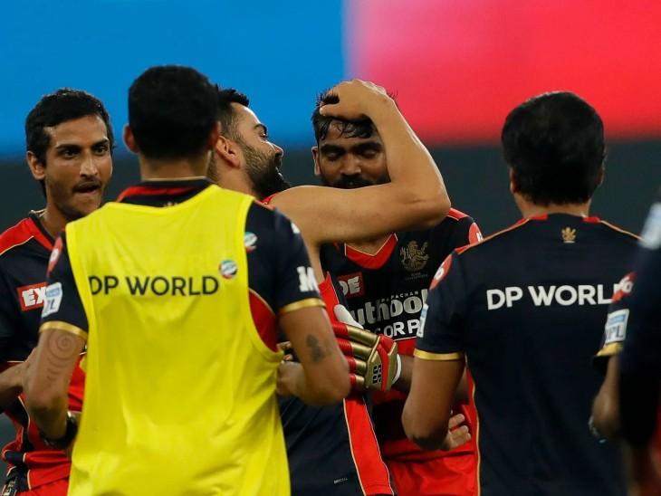 बेंगलुरु को जीत के लिए आखिरी तीन गेंदों पर 7 रन चाहिए थे। पहली गेंद बल्लेबाज ने छोड़ दी फिर दूसरी गेंद पर 2 रन बनाए और आखिरी गेंद पर जीत के लिए 6 चाहिए थे। पर आखिरी गेंद उनके बल्ले से नहीं लग पाई। उन्हें लगा कि टीम हार गई और वे उदास हो गए और माथा पकड़ लिया। तभी अंपायर ने उस गेंद को वाइड करार दिया और आखिरी गेंद पर भरत ने छक्का जड़ कर टीम को जीत दिलाई।