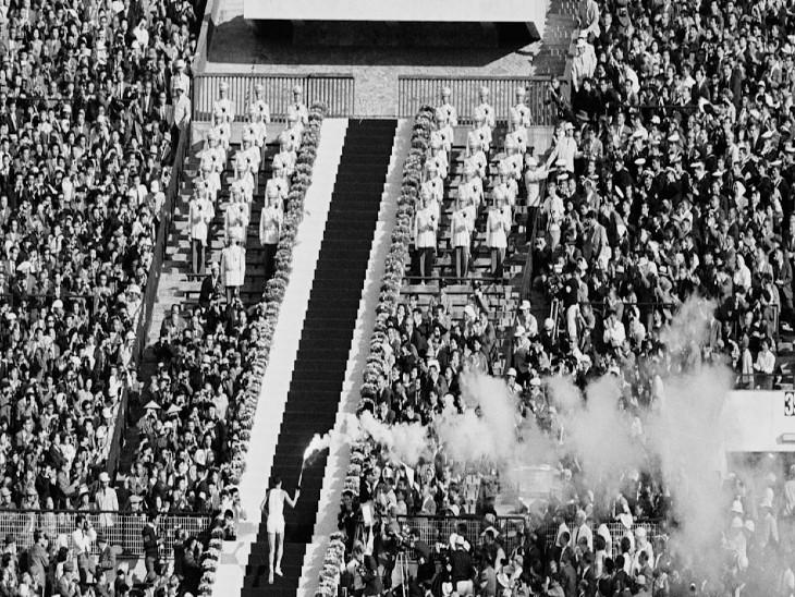 ओलिंपिक की ओपनिंग सेरेमनी का दृश्य।