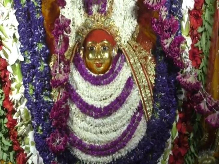 दुर्गाकुंड स्थित मंदिर में विराजमान देवी कूष्मांडा।