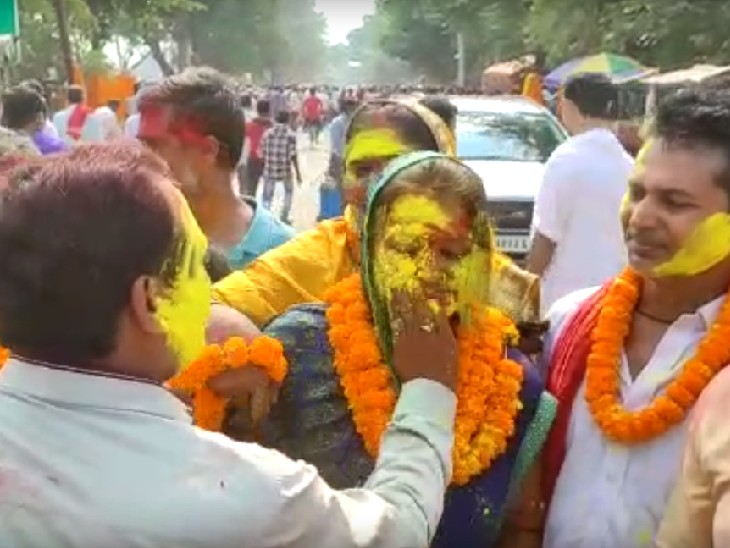 समस्तीपुर में मतगणना केंद्र पर प्रत्याशियों का हंगामा, खगड़िया में मतगणना सेंटर पर अधिकारी और कर्मचारी भिड़े|बिहार,Bihar - Dainik Bhaskar