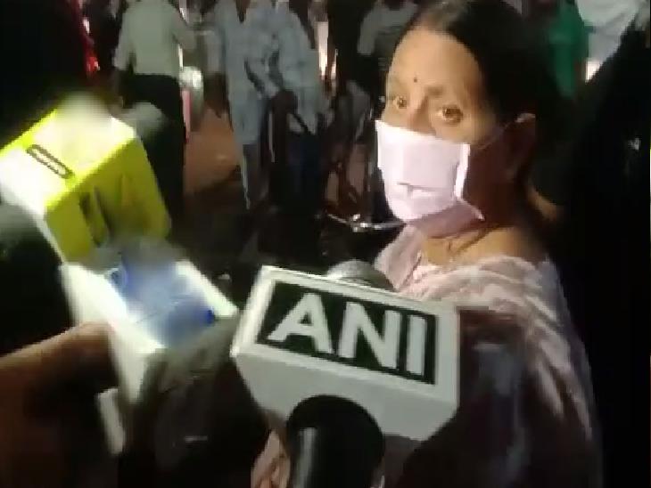 पूर्व मुख्यमंत्री पटना एयरपोर्ट से सीधे बड़े बेटे के आवास गईं; कहा- BJP-JDU में लड़ाई चल रही है, हमलोग के घर में नहीं|बिहार,Bihar - Dainik Bhaskar