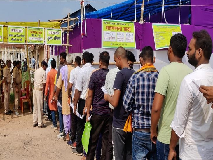 मतगणना केंद्र पर पहुंचे प्रत्याशी और समर्थक। - Dainik Bhaskar